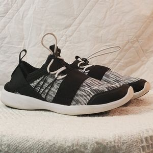 Vionic black and white athletic shoes women's sz.7